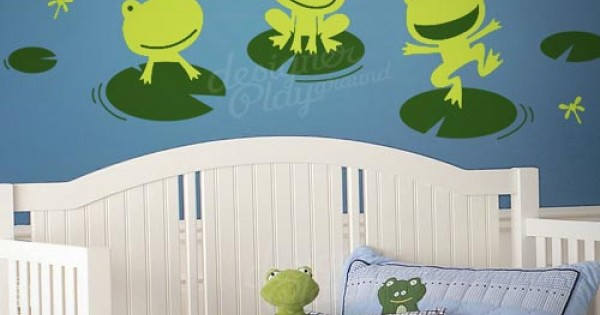 Happy Frogs On Lily Pad Wallpaper