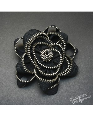 Rose Zipper Brooch in Black with Silver teeth